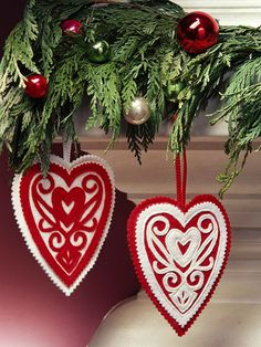 This red-and-white fabric ornament has an old-fashioned Pennsylvania Dutch feeling. For instructions and pattern see  http://www.bhg.com/christmas/ornaments/appliqued-heart-christmas-ornament/