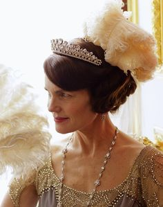 Elizabeth McGovern as Lady Cora.