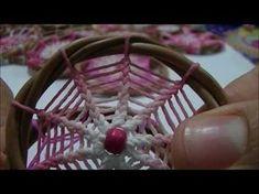 Tutorial: Tejido en forma de flor para atrapasueños - YouTube Moon Dreamcatcher, Crochet Dreamcatcher, Dreamcatchers, Dreamcatcher Tutorial, Diy Dream Catcher Tutorial, Making Dream Catchers, Dream Catcher Tattoo Design, Crochet Tree, Dorset Buttons