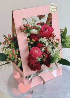 29 Ideas flowers boquette box gifts for 2019 Flower Crafts, Diy Flowers, Flower Decorations, Paper Flowers, Wedding Flowers, Flower Box Gift, Flower Boxes, Flowers In A Box, Deco Floral
