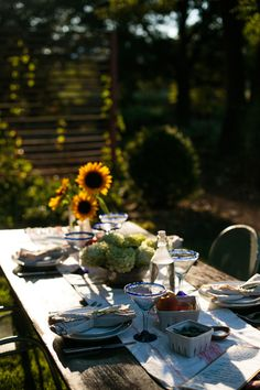 how to create a simple outdoor  supper — Tag & Tibby