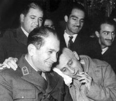 Dr. Mosadegh, Tehran-Iran  این تصویر در دادگاه نظامی است . جالب اینکه هیچ دادگاهی در کل دادگستری وقت حاضر به محاکمه دکتر مصدق نشد و شاه به ناچار او را در دادگاه نظامی ! محاکمه کرد