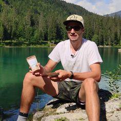 Hempions Athlet Gian Ragettli erzählt euch, was Hanf Crunchies zum perfekten Power-Snack macht. Wir haben das Skitalent im Sommer in den Schweizer Bergen besucht, wo in den letzten Tagen fast ein Meter Neuschnee gefallen ist. Gian's Spielwiese steht somit bereit für neue Stunts. Stunts, Tours, Hemp, Swiss Guard, Summer, Waterfalls