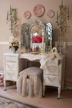 Old Hollywood Vanity Mirror With Lighted Interior Sweet Bedroom Furniture Decoration Pink Plate Wall Including White Wood Dressing Table Vintage Impressive Lig Shabby Chic Vintage, Bedroom Vintage, Shabby Chic Homes, Shabby Chic Decor, Vintage Decor, Vintage Vanity, Antique Bedrooms, Antique Vanity, Unique Vintage