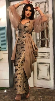 32 Ideas for indian fashion trends bollywood Party Wear Indian Dresses, Designer Party Wear Dresses, Indian Fashion Dresses, Indian Gowns Dresses, Kurti Designs Party Wear, Dress Indian Style, Indian Designer Outfits, Fashion Outfits, Outfit Designer