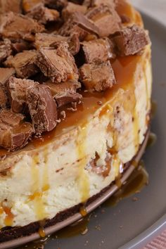 The Ultimate No-Bake Mars Bar Cheesecake. packed full of Mars Bars, chocolate sauce and caramel sauce! Talk about delicious! Köstliche Desserts, Delicious Desserts, Dessert Recipes, Yummy Food, Delicious Chocolate, Health Desserts, Plated Desserts, Cheesecake Bars, Cheesecake Recipes