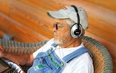 Best Gift for Seniors & Alzheimer's: The iPod Shuffle | JAQUO Lifestyle Magazine