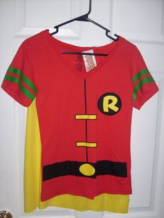 DC COMIC ROBIN REMOVABLE CAPE FITTED T SHIRT SIZE MEDIUM COSPLAY NEW SPENCER'S #SPENCERS #GraphicTee