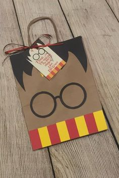 Harry Potter Inspired Treat Bags – Harry Potter Inspired Birthday Party Favors – Birthday Treat Bags – Birthday Party Favors – Presents For Mom Cadeau Harry Potter, Classe Harry Potter, Anniversaire Harry Potter, Harry Potter Fiesta, Cumpleaños Harry Potter, Harry Potter Halloween, Harry Potter Banner, Harry Potter Enfants, Harry Potter Presents