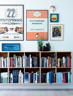 Bolig: Her er farverne og fantasien sluppet løs Decor, Interior, Interior Inspiration, Gallery Wall, Room Inspiration, House Interior, Apartment Decor, Home Deco, Home Library