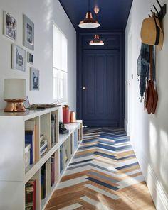 Recibidor en tonos azules y blancos