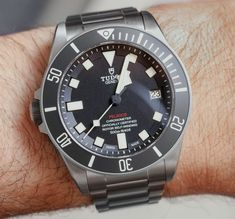 Ariel Adams reveals all his positives about the Tudor Pelagos LHD. Check out his full review.