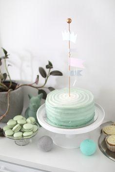 green birthday cake, baby boy, synttärikakku, vihreä - muotoseikka\ Green Birthday Cakes, Baby Boy Birthday Cake, Birthday Themes For Boys, Cake Baby, Cakes For Boys, Cake Kids, Mint Green Cakes, Cake Smash, Party Cakes