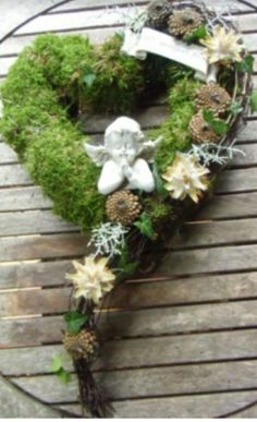Discover thousands of images about Heart wreath Mehr Grave Flowers, Funeral Flowers, Diy Flowers, Flower Decorations, Cemetery Decorations, Funeral Flower Arrangements, Christmas Wreaths, Christmas Decorations, Funeral Tributes