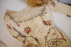 18th century embroidered silk dress at Bath Fashion Museum~Image by Madame Guillotine. http://madameguillotine.co.uk/2011/03/31/bath-fashion-museum-18th-century-dresses-part-one/
