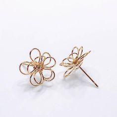Cute Jewelry, Jewelry Crafts, Jewelry Accessories, Handmade Jewelry, Diy Earrings, Flower Earrings, Stud Earrings, Schmuck Design, Mode Inspiration