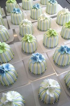 Striped personal cakes