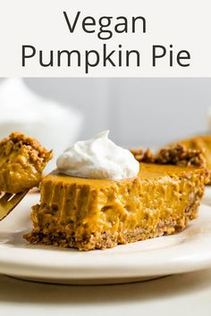 For this delicious vegan pumpkin pie, silken tofu replaces the eggs and dairy and the filling is put into a flavorful and nutty oatmeal pecan crust. Vegan Pumpkin Pie, Healthy Pumpkin, Baked Pumpkin, Pumpkin Recipes, Food Network Recipes, Real Food Recipes, Food Processor Recipes, Healthy Recipes, Healthy Thanksgiving Recipes