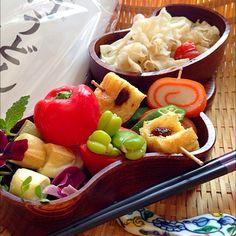 Bento japjanese noodle 富山大門うどんのおべんとさん キクラゲとトマトの紅茶スパイス煮込み和え 焼き野菜麩とワカメの鰹塩ポン酢和え ソラマメ お揚げさんの味噌のせ焼き