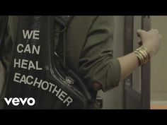 "Alicia Keys divulga lyric video de ""Holy War"" #AliciaKeys, #Cantora, #Disco, #LyricVideo, #M, #Música, #Noticias, #Nova, #NovaMúsica, #Single, #Vídeo, #Youtube http://popzone.tv/2016/11/alicia-keys-divulga-lyric-video-de-holy-war.html"
