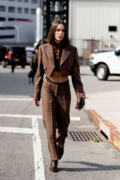 New york fashion 856950635329688727 - New York Fashion Week Spring 2020 Attendees Pictures – Livingly Source by New York Street Style, Spring Street Style, Street Style Looks, Fashion 2020, New York Fashion, Daily Fashion, Fashion Trends, Street Fashion, Fashion Tips
