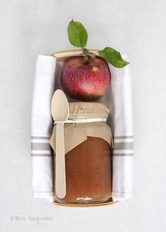 It's apple season and our apple trees are brimming with apples ready for picking.baking, canning and decorating. Mein Café, Homemade Apple Butter, Homemade Applesauce, Apple Gifts, Apple Farm, Apple Orchard, Apple Season, Edible Gifts, Red Apple