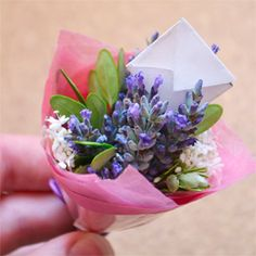 Mini bouquets - a cute gift idea that's quick, easy and cheap to make! ~ ~ ~ MM sez: I would rather give & receive a pretty little handpicked/made posy.