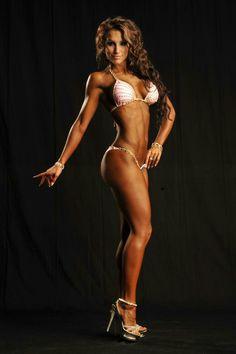Female Form #StrongIsBeautiful #Motivation #WomenLift2 Nikola Weiterova