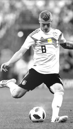 Germany Football Team, Football Soccer, Football Players, Toni Kroos, Real Madrid, Thomas Muller, Dfb Team, Sports Celebrities, International Football