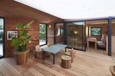 La Maison au bord de l'eau de Charlotte Perriand reconstituée à Miami par Louis Vuitton http://www.vogue.fr/culture/a-voir/diaporama/l-oeuvre-de-charlotte-perriand-reconstituee-a-miami-par-louis-vuitton-art-basel-miami-beach-perriand-la-maison-au-bord-de-l-eau/16527/image/885963#!3