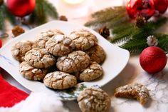 Pitkäaikainen haaveeni pehmeistä piparkakuista toteutui. Nämä tomusokerilla kuorrutetut ilmavat keksit ovat ihanan meheviä ja kuohkeita. Baked Goods, Almond, Cookies, Baking, Vegetables, Desserts, Food, Sweet Stuff, Christmas