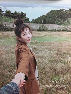 Seulgi Pics ♡ 슬기 나비야 в Твиттере: «pics taken by park sooyoungie 🐥💚… Kpop Girl Groups, Kpop Girls, Asian Girl, Korean Girl, K Wallpaper, Red Velvet Seulgi, Kang Seulgi, Irene, My Idol