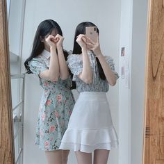 Matching Outfits Best Friend, Friend Outfits, Couple Outfits, Korean Girl Photo, Cute Korean Girl, Ulzzang Fashion, Korean Fashion, Korean Best Friends, Girl Friendship