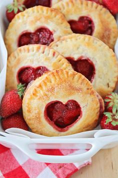 Hand Pies These delicious and adorable strawberry hand pies are easy to make, and the perfect summer dessert!These delicious and adorable strawberry hand pies are easy to make, and the perfect summer dessert! Strawberry Hand Pies, Strawberry Desserts, Köstliche Desserts, Best Dessert Recipes, Gourmet Recipes, Baking Recipes, Delicious Desserts, Tart Recipes, Baking Pies