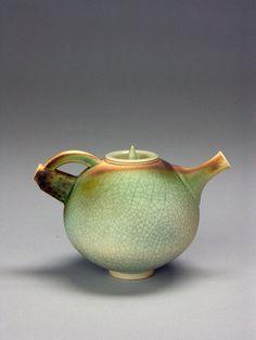 porcelain teapot by Geoffrey Swindell (American Museum of Ceramic Art) Pottery Teapots, Teapots And Cups, Ceramic Teapots, Ceramic Clay, Ceramic Pottery, Pottery Art, Japanese Pottery, Ceramic Design, Pottery Studio