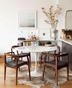Wohnen Eero Saarinen - Tulip table marble is more than just a dining table. Mesa Saarinen, Saarinen Table, Knoll Table, Style At Home, Mid Century Modern Dining Room, Mid Century Chair, Dining Room Design, Dining Area, Dining Chairs