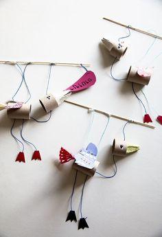 Marionettityöpaja Rõõmissä / Bird Puppet Workshop/ simple holder, use paper straw? Feathers to glue to body and heads precut? Craft Activities For Kids, Projects For Kids, Diy For Kids, Crafts For Kids, Arts And Crafts, Diy Projects, Bird Puppet, Puppets For Kids, Puppet Crafts