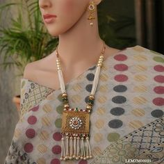 Necklaces – Look Ethnic Gold Temple Jewellery, Bridal Jewellery, Wedding Jewelry, Indian Accessories, Indian Jewelry Sets, Gold Bangles Design, Gold Earrings Designs, Simple Necklace, Necklace Set