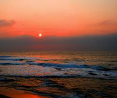 A beautiful sunset at the beach. Beautiful Sunset, Life Is Beautiful, Beautiful Places, I Love The Beach, Vacation Spots, Beach Sunsets, Ocean Sunset, Places To See, Surfing