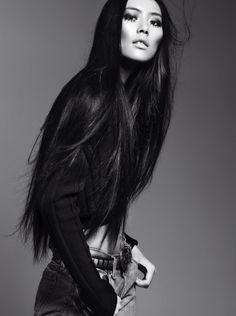 Keep it sleek, Liu Wen.