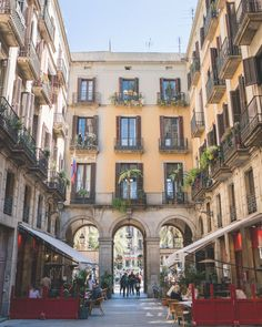 24 Hours Barcelona Travel Guide | Barcelona Travel Itinerary | Barcelona City Guide | Barcelona Spain | Old Gothic Quarter | Restaurants in Barcelona | Shopping in Barcelona | Top areas of Barcelona Town | Barcelona Photography