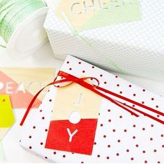 Well, wrap me up and throw on a bow because these gift tags need to be showcased!😍🎁 @kdotbecca How did you know our weakness is a beautifully wrapped gift?  #SilhouetteCAMEO #SilhouettePortrait  #diy #christmas #wrappingpresents