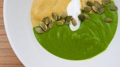 This broccoli soup is an aromatically delicious lunch, made with fresh garlic and healthy spinach. Vegetarian Main Course, Vegetarian Soup, Healthy Soup, Healthy Cooking, Vegetarian Recipes, Quick Easy Vegan, Vegan Recipes Easy, Real Food Recipes, Soup Recipes