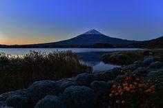 Mt.Fuji before sunrise 131113 by masahiro araki - Photo 52073770 - 500px