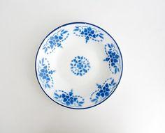 Vintage enameled plate // 40s 50s EMO Celje floral by Yugovicheva