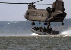 Stock Photo - US Navy SEALS in a Special Warfare Combatant-craft attach a naval special warfare rigid-hull inflatable boat to an Army Chinook helicopter during a training Boeing Ch 47 Chinook, Chinook Helicopters, Military Helicopter, Military Aircraft, Rc Helicopter, Military Personnel, Military Vehicles, Military Humor, Military Army