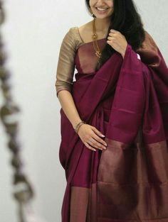 25 stylish plain saree looks to inspire you 3 Sari Blouse, Kerala Saree Blouse Designs, Saree Blouse Neck Designs, Fancy Blouse Designs, Sari Dress, Simple Sarees, Trendy Sarees, Stylish Sarees, Fancy Sarees