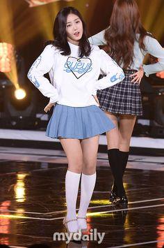 Cute School Uniforms, School Uniform Girls, Girls Uniforms, Cute Skirts, Mini Skirts, Sinb Gfriend, G Friend, Cute Girl Photo, Knee Socks