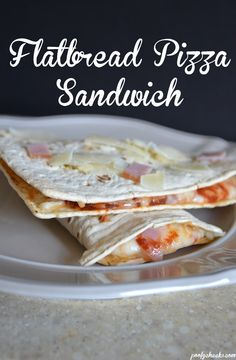 Easy Flatbread Pizza Sandwich Recipe - A quick lunch or easy dinner idea I Love Food, Good Food, Yummy Food, Yummy Lunch, Gourmet Recipes, Dinner Recipes, Cooking Recipes, Kids Meals, Easy Meals