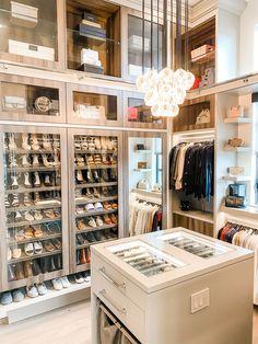 Glam Closet, Closet Vanity, Luxury Closet, Walk In Closet, Master Closet, Closet Bedroom, Bedroom Decor, Dressing Room Design, Dressing Rooms